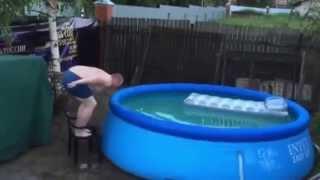 Юмор, бассейн на даче с друзьями...