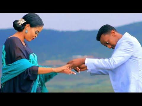 AWALE ADAN & MISS XIIS  | QAYRKEY WAAN DHAAFAYA  | New Somali Music Video 2020  (Official Video)