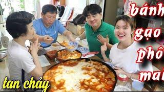 Nấu Tteokbokki Bánh gạo cay phô mai Hàn Quốc, Cả nhà ăn vui vẻ hạnh phúc