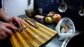 Салат из селедки с яблоками и луком в йогурте