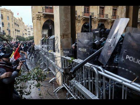 لبنان: مواجهات عنيفة بين المتظاهرين وقوات الأمن وسط بيروت  - 18:59-2020 / 1 / 18