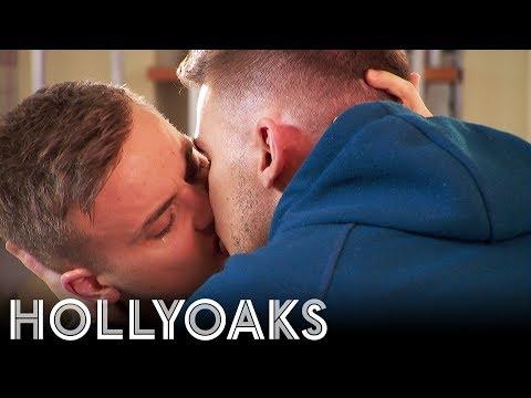 Hollyoaks: Starry Share Another Smooch!