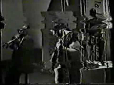 Ella Fitzgerald Sings Shiny Stockings in Japan 1964