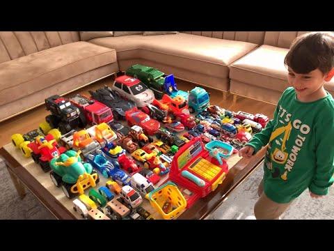 Evde dev araba marketi kurduk!🚗🚕🚙🚦Yusuf annesi ile oynadı😍👻 Oyuncak arabalarını sattı😅🐥