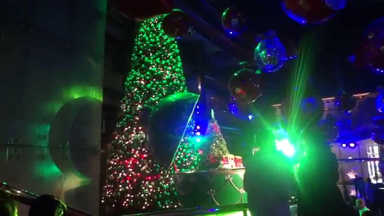 Christmas decorations at crown casino cbd melbourne for Christmas crown decoration