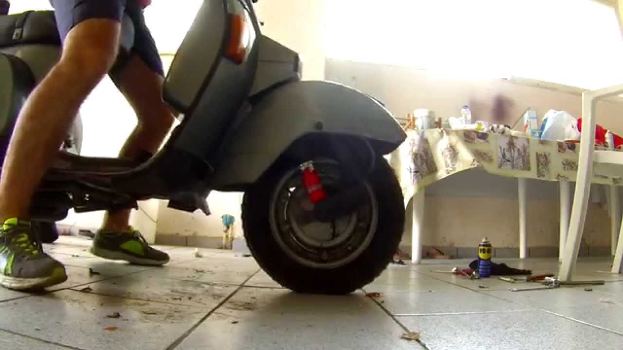 How to replace the front shock absorbers in Vespa PX200 - Vespa Help