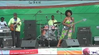 Edith Weutonga performs Chipendani @ Blankets and Wine 37