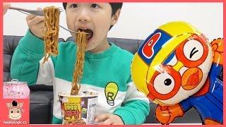 뽀로로 짜장면 먹방 어린이 먹방 짜장 라면 도전 ! 뽀로로장난감 친구들 리뷰 리액션 ♡ Pororo Kids Mukbang Review | 말이야와아이들 MariAndKids