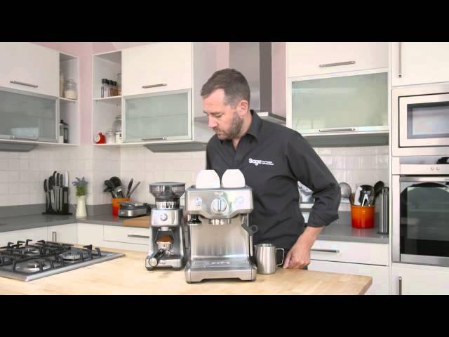 Kávéfőző darálóval és vízkapcsolóval