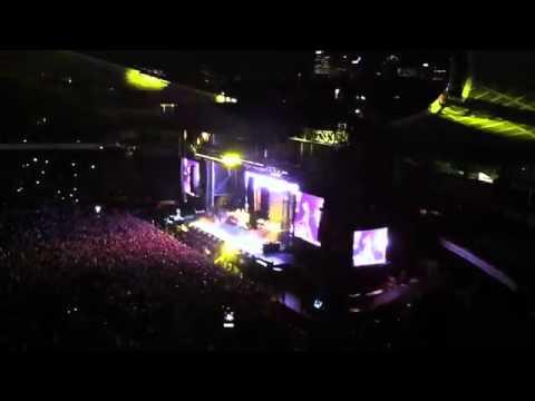EMINEM ft Fans Performing Lose yourself - Sydney LIVE 2011