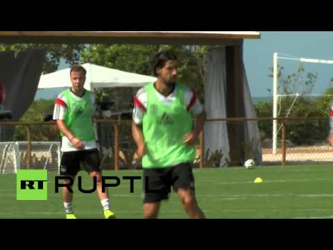 Brazil: German team cheered by indigenous people at training match