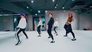 Докозательства того, что корейские танцы подходят к песне Toy - Netta.
