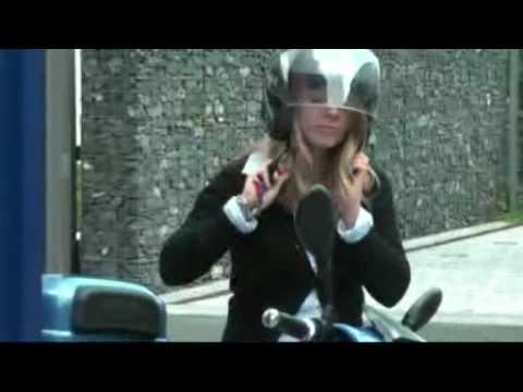 mobil mit e scooter kommen leise aber gewaltig e roller erobern frankfurt youtube. Black Bedroom Furniture Sets. Home Design Ideas