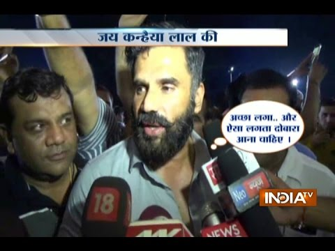Actor Sunil Shetty Visits Bankey Bihari Temple at Vrindavan