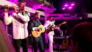 Cabo Frio - Earl Klugh  (Smooth Jazz Family)