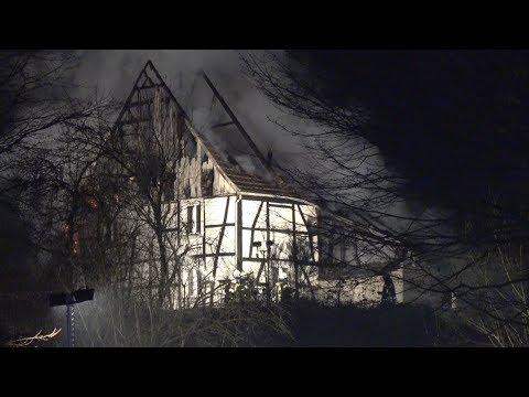 feuerwehr-wetter-(ruhr)-großeinsatz---brand-in-der-silvesternacht---fachwerkhaus-komplett-zerstört