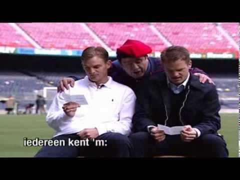 Sierd de Vos leert Frank en Ronald de Boer het clublied van Barcelona - Sport1