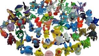 Floris laat zijn Pokemon verzameling zien