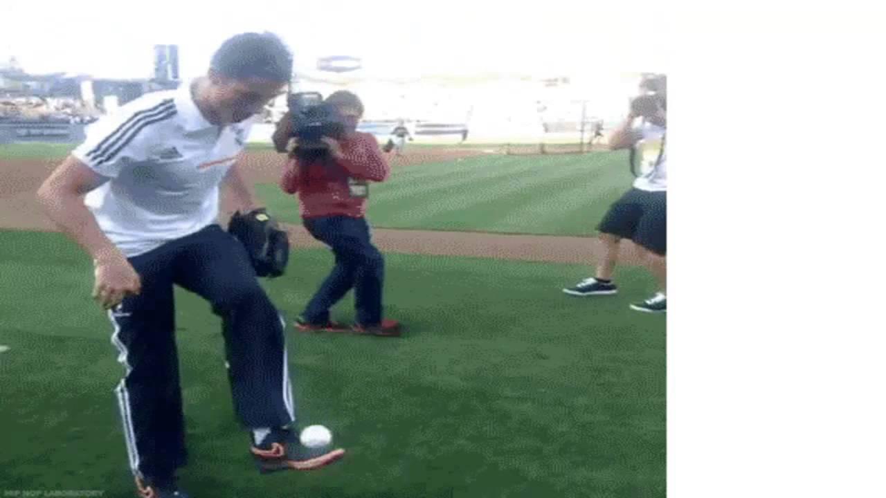 Криштиану Роналду набивает бейсбольным мячом.Ronaldo. - YouTube 298a93d788556