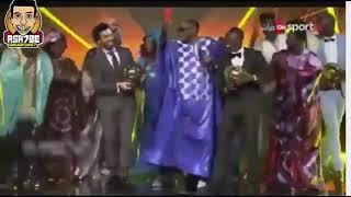 رقص محمد صلاح علي أغنية مافيا في حفل تسليم الكرة الذهبية