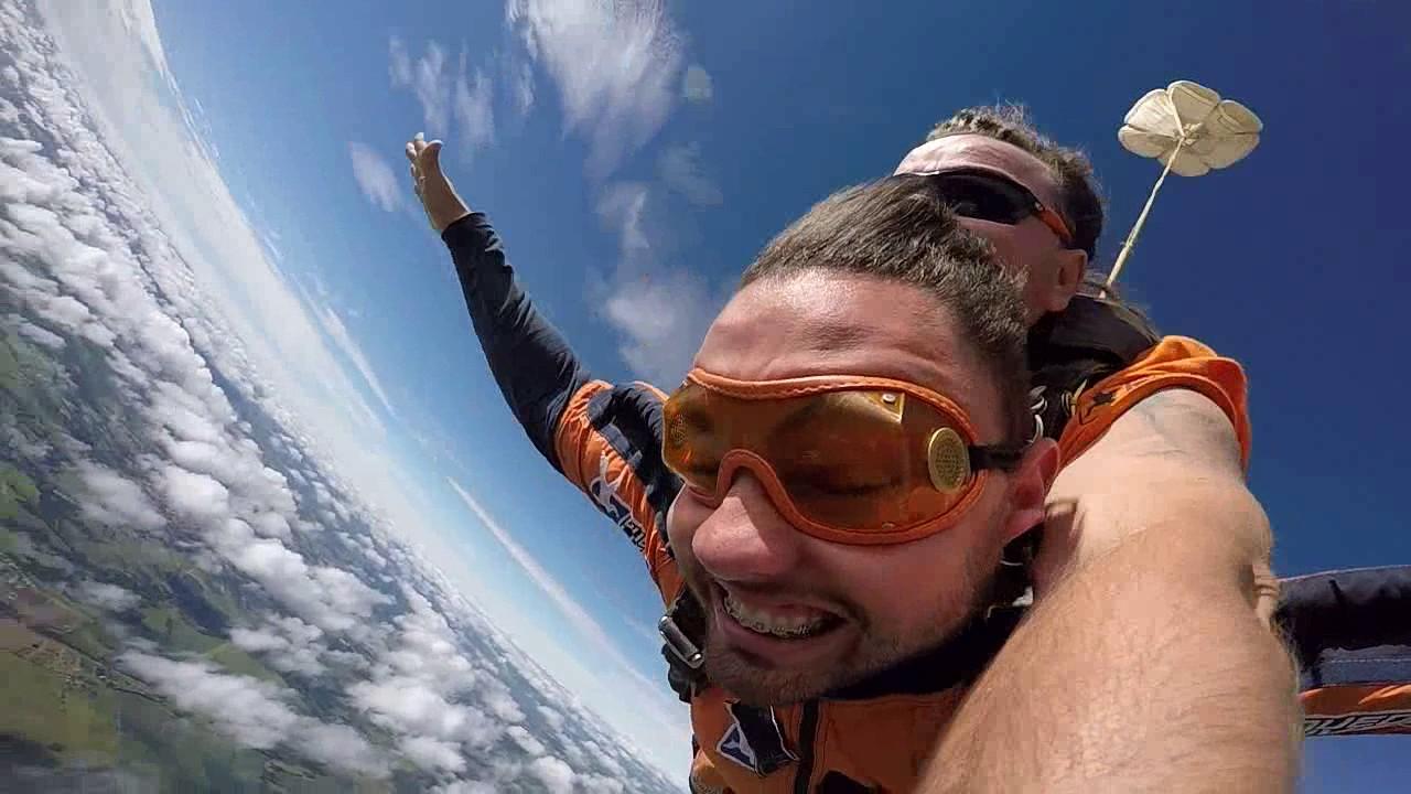 Salto de Paraquedas do Vinicius R na Queda Livre Parequedismo 07 01 2017