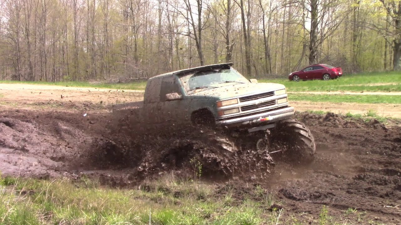 Blue Chevy Mudding At Country Boys Mud Bog Spring 2016 Youtube