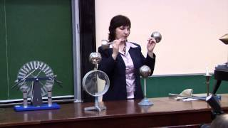 Физика. Эксперименты по электростатике