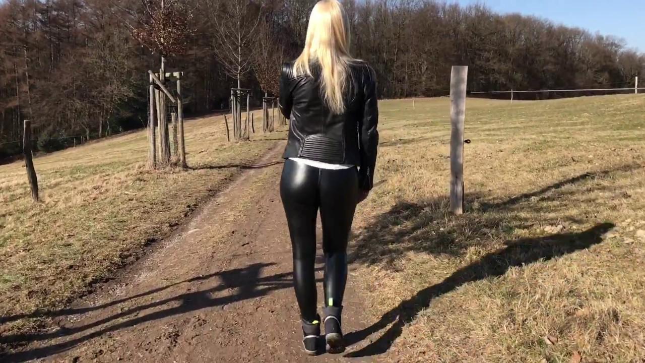 Lara Cumkitten lässt sich in einem Waldstück ficken und zu spritzen