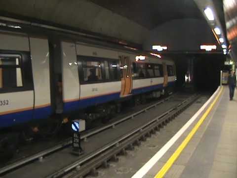 Class 378/1 378152 at Wapping