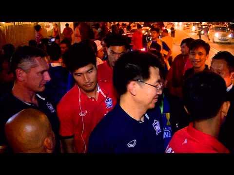 บรรยากาศแฟนบอลชาวไทยและชาวมาเลเซีย ยินดีทีมไทยที่คว้าถ้วยแชมป์ ซูซูกิ คัพ 2014 21 12 57