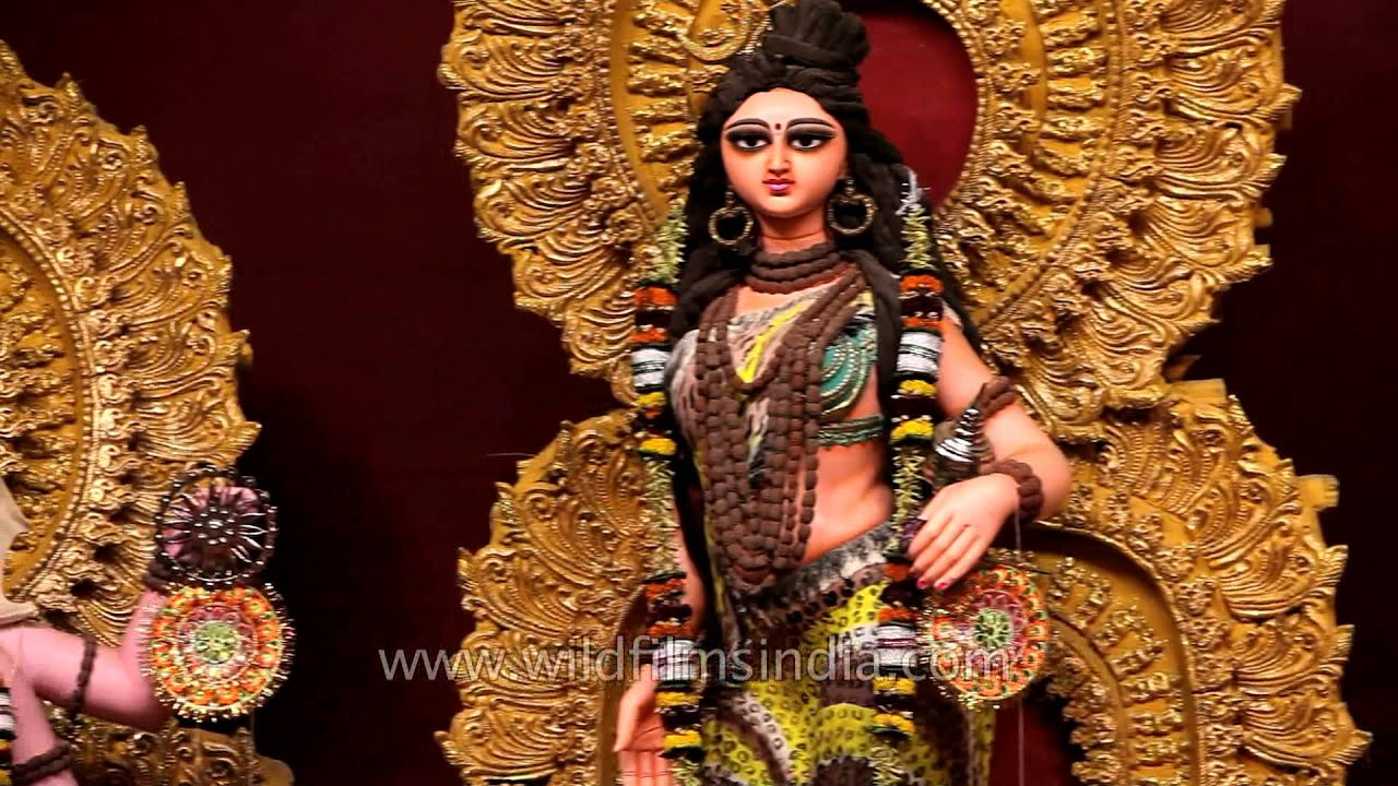 Maa Saraswati 3d Wallpaper 2013 Beautiful Goddess Durga With Ten Arms Each Carrying Their