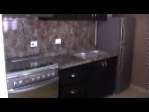 Cocina de pvc con recubrimiento de formaica en paredes y - Molduras para paredes ...