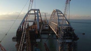 Под обеими арками Керченского моста уже пошли первые суда 13.10.2017
