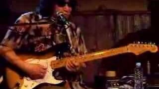 ライブハウスの起源、京都の拾得における塩次伸二のギター・ソロ。ギタ...