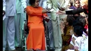 Sathya Sai Baba Makes a Ring