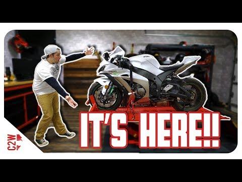 The NEW BIKE is HERE!! [Wrecked Bike Rebuild - S2 - Ep 03 - Ninja ZX-10R]