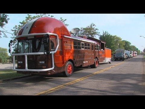 My Ohio: Cleveland Browns Fan Uses Old School Bus To Celebrate Team In City Parking Lot Before Games