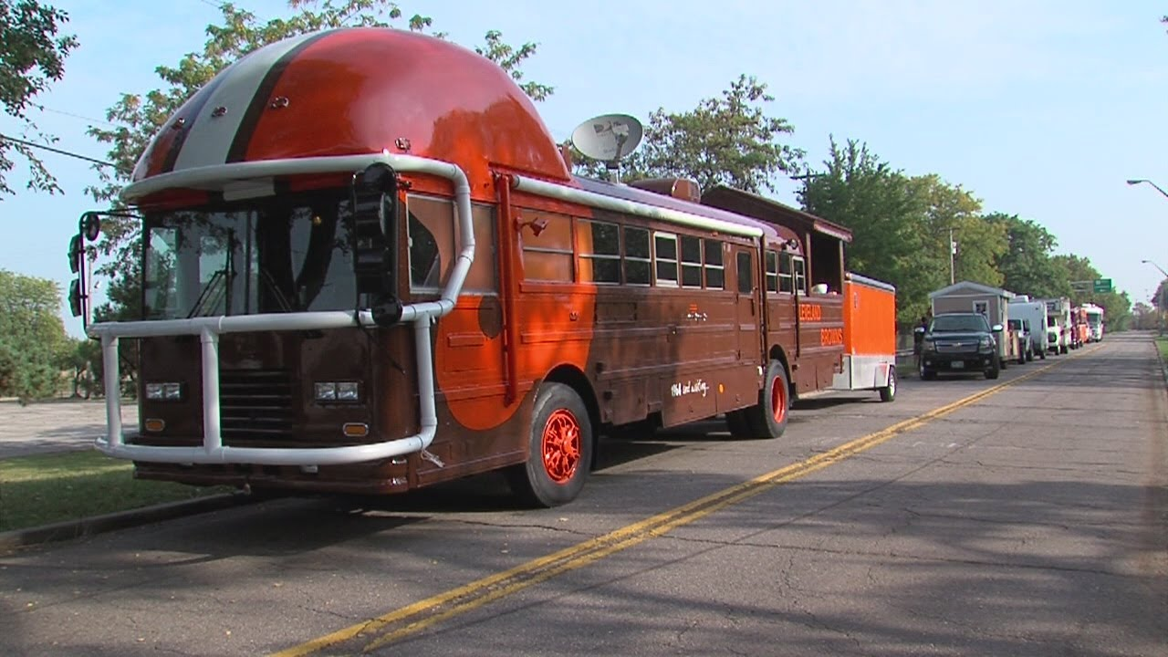 My Ohio Cleveland Browns Fan Uses Old School Bus To Celebrate Team