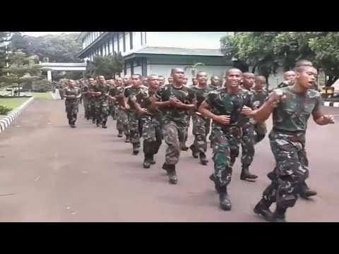 Kegiatan Rutin Lari Pagi Prajurit TNI