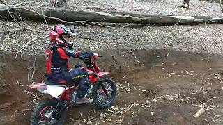 Mini moto Pro Tork tr100f - aprendendo andar na trilha
