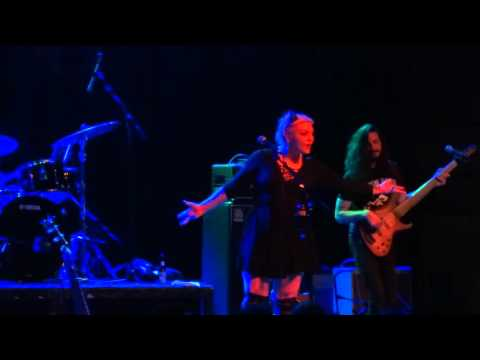 Elle King - Under The Influence - Live at Majestic Theater in Detroit, MI on 1-27-16