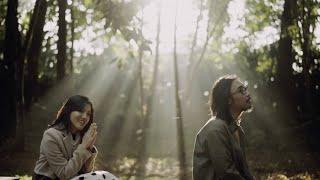 Download Ify Alyssa - Dua Insan ft. Adhitia Sofyan (Official Music Video)