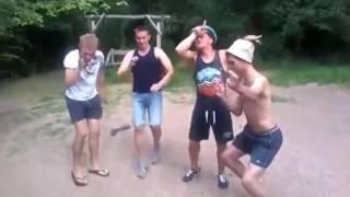 Парни танцуют, прикол, это надо видеть