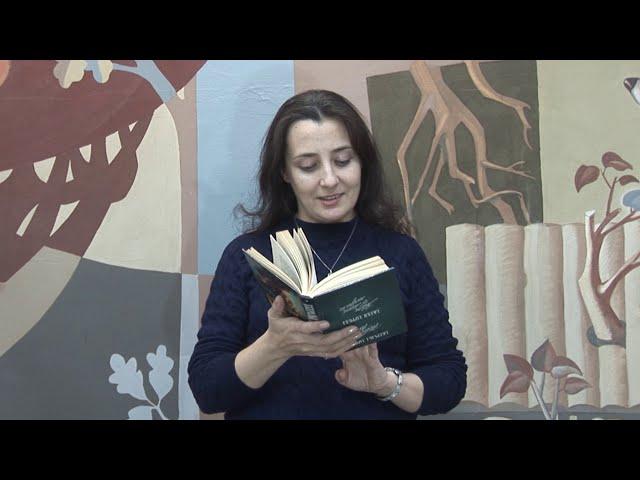 Изображение предпросмотра прочтения – ЮлияТомилова читает произведение «В том краю, где желтая крапива...» С.А.Есенина