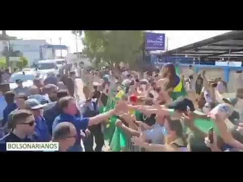 """Bolsonaro é recebido com festa e gritos de """"mito"""" em Cuiabá- 19/08/2021."""