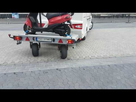 Прицеп для перевозке скутера на автодоме.