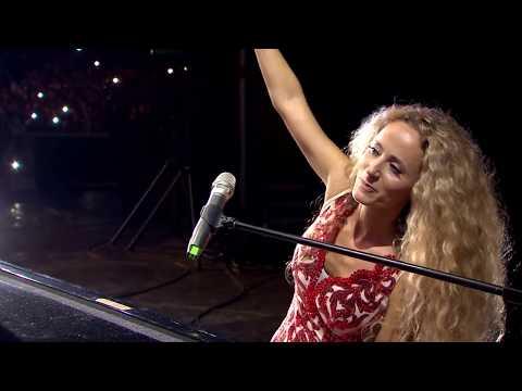 Desi Dobreva - Ludo mlado LIVE / Деси Добрева - Лудо младо LIVE 2019