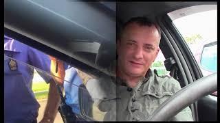 Инспектор разбил стекло и вытащил водителя, но у того сохранилась видеозапись...