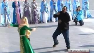 Стивен Сигал танцует лезгинку!
