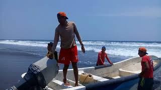 Churela nos hace demostración de como se entra con lancha al mar